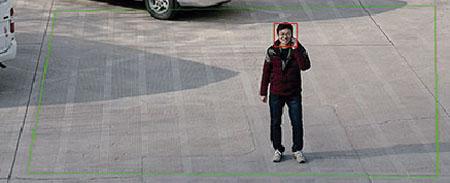 Esta función permite detectar personas o vehículos que cruzan una o varias líneas virtuales definidas en el interface del dispositivo. Es una solución ideal para las zonas de paso vigiladas, estacionamientos u otras áreas limitadas.